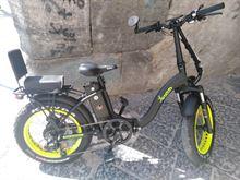 Bicicletta elettrica con acceleratore