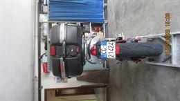Moto Kavasaki con bauletto